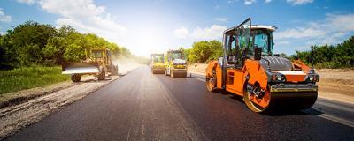 Baumaschinen beim Straßenbau