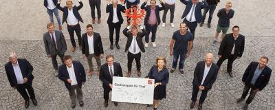 """Unterzeichnung des """"Glasfaserpakts für Tirol""""."""