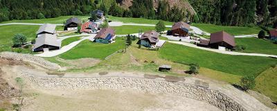 Schutzdämme in der Siedlung Arnig, Gemeinde Kals