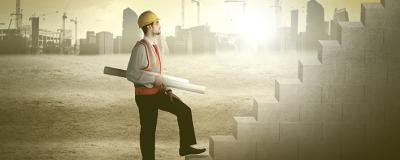 Bauarbeiter mit Plänen