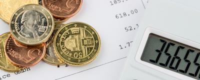 Euromünzen und Taschenrechner