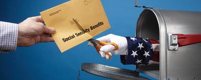Schere reicht aus Postkasten und zerschneidet Brief