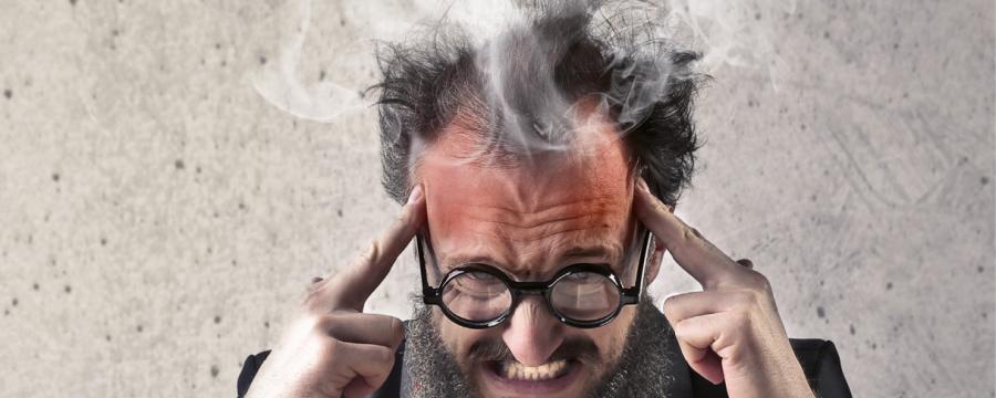 Mann raucht der Kopf vom Vergaberecht