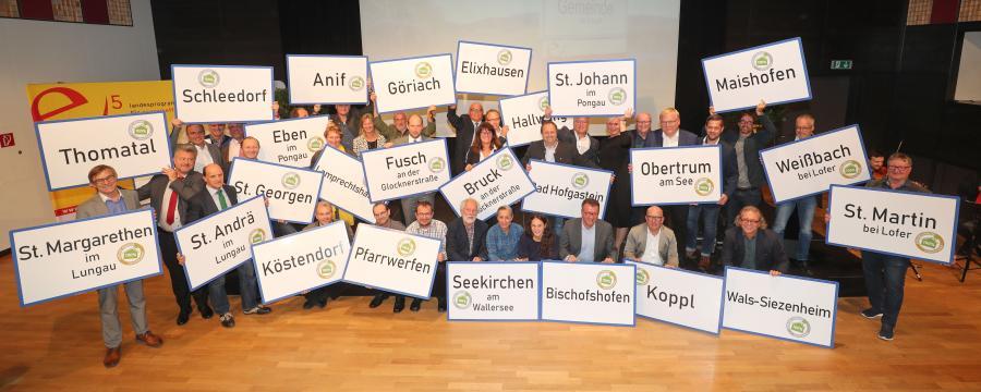 """Landeshauptmannstellvertreter Heinrich Schellhorn mit den Bürgermeistern der """"Ölfreien Gemeinden"""""""