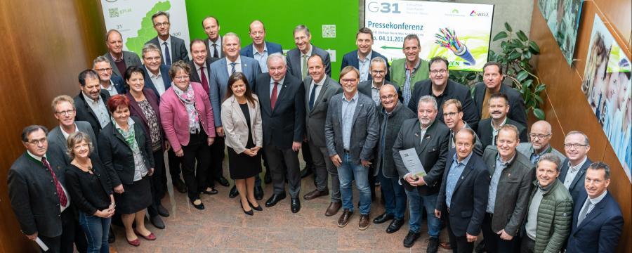 Bürgermeisterinnen und Bürgermeister der Gemeinden des Bezirks Weiz mit Landeshauptmann Hermann Schützenhöfer und Landesrätin Doris Kampus.
