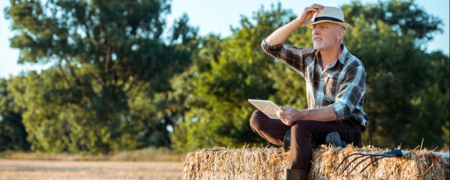Bauer mit Tablet geht online