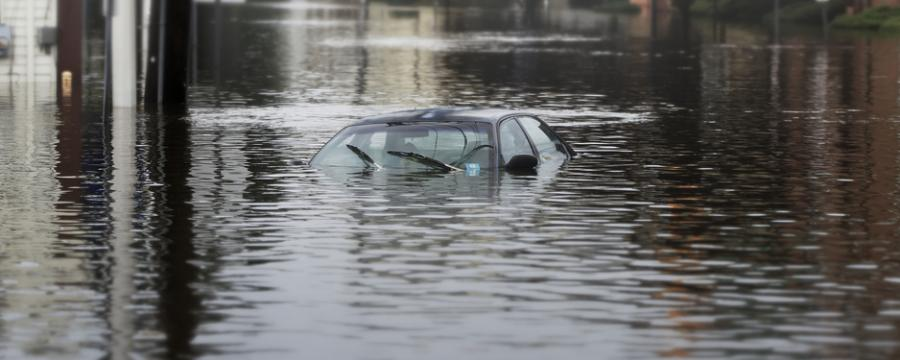 überflutetes Auto