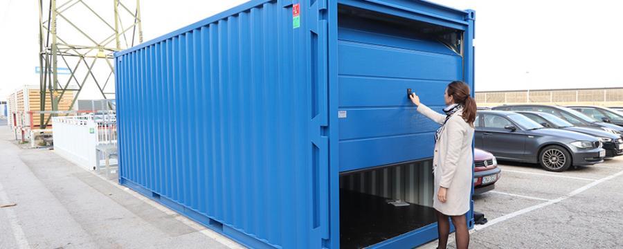 Container mit Sektionaltor