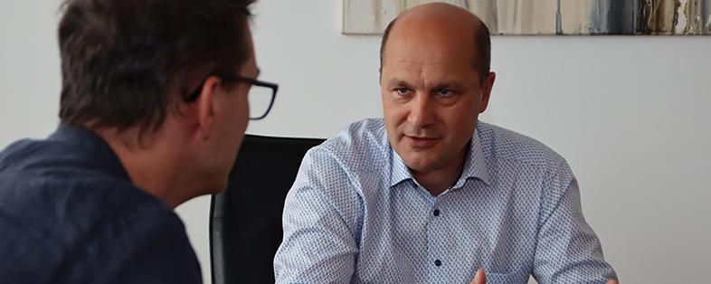 Johannes Pressl im Gespräch mit KOMMUNAL-Redakteur Helmut Reindl.