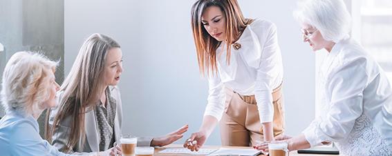 Frauen bei einer Besprechung