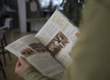Blättern in der Gemeindezeitung