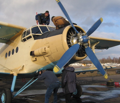 Adding oil to the Antonov