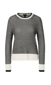 In Deutschland gestrickter Pullover