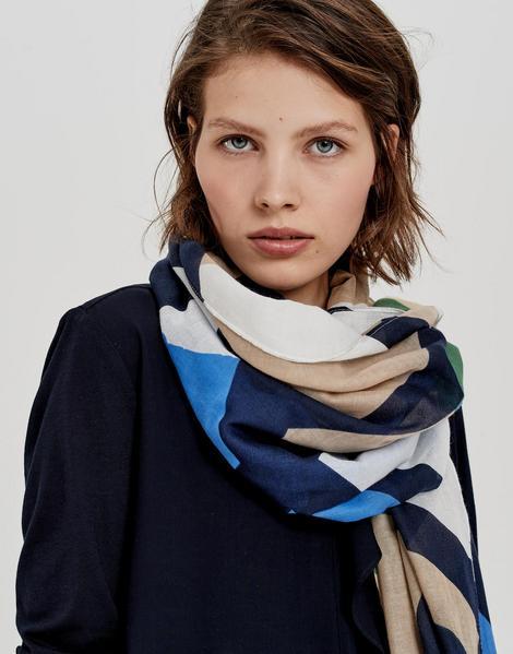 Amoda scarf