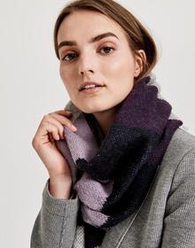 Astripa scarf