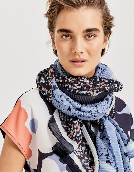 Amulti scarf