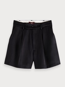 Tailored shorts in shiny twill qual