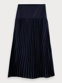 Longer length skirt in structured q