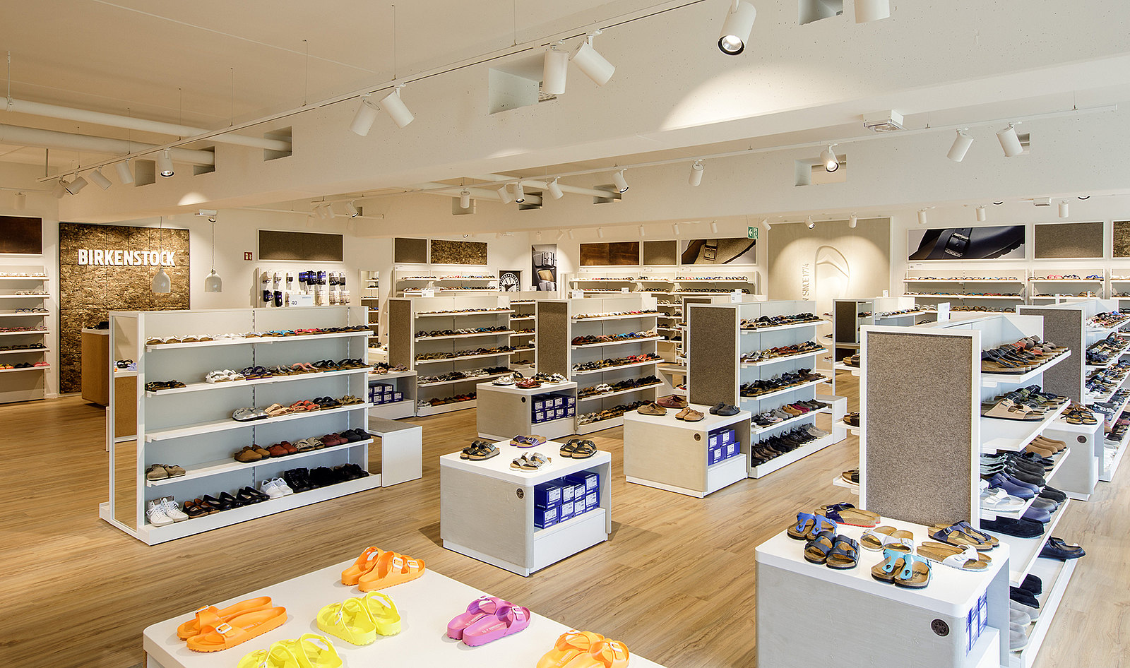 On a sales floor measuring more than 200 square meters models from the  entire collection are being offered. eb797bce9cd