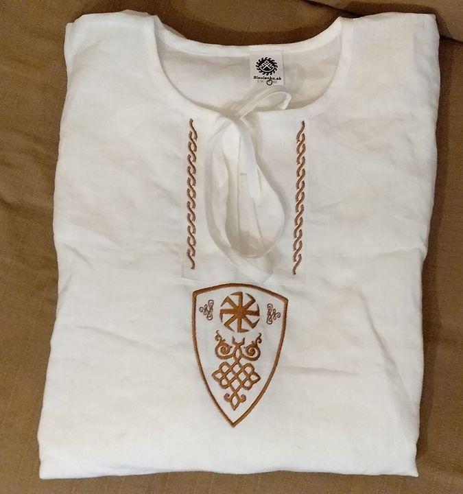 d2795dae8309 Ľanová košeľa pre riadneho🧔 😉 vyšitým symbolom - Koľadník v erbe. Košeľu  nájdeš  👉http   slovienka.sk produkt panska-lanova-kosela-6  ...