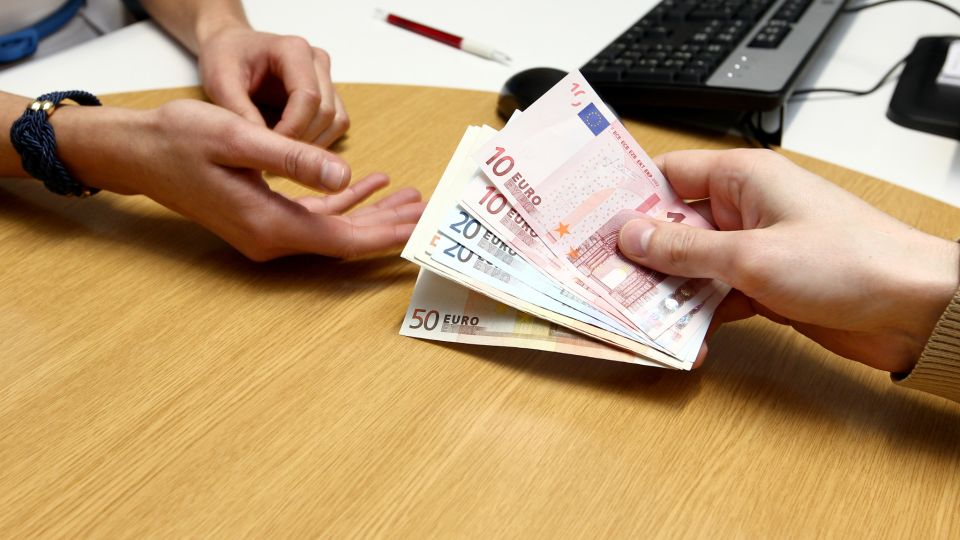 kyselina datovania mincí