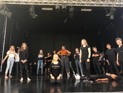 Die Gruppe des Goethe-Gymnasiums Düsseldorf (NRW) auf der Bühne, Foto: Annika von Busekist