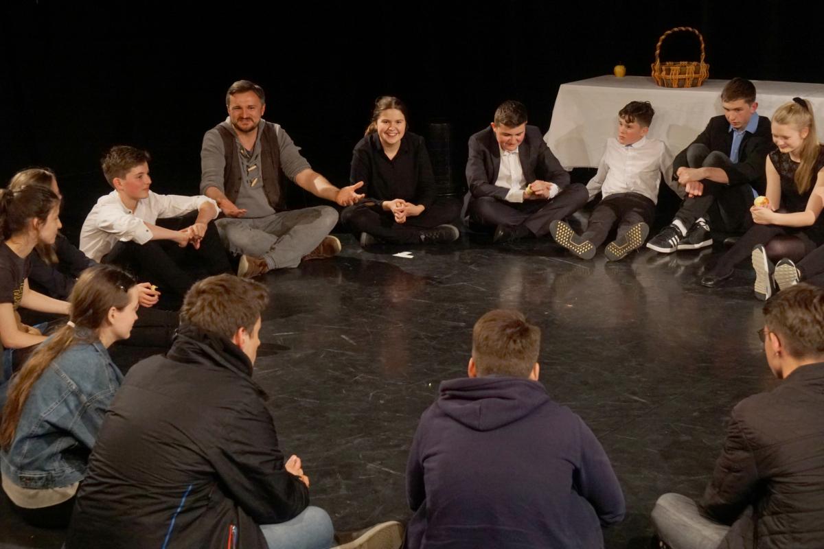 Nachgespräch mit Partnergruppen während der Schultheatertage
