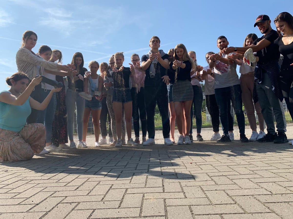 So fühlen sich die SchülerInnen aus Blankenese in Hamburg auf der Theaterbühne