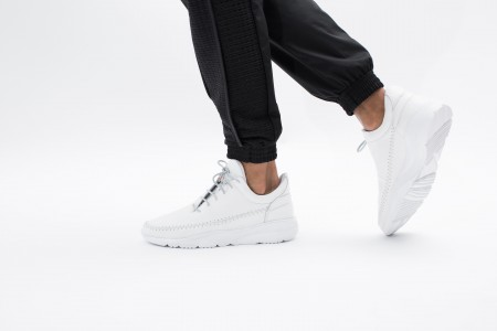 Apache runner low all white