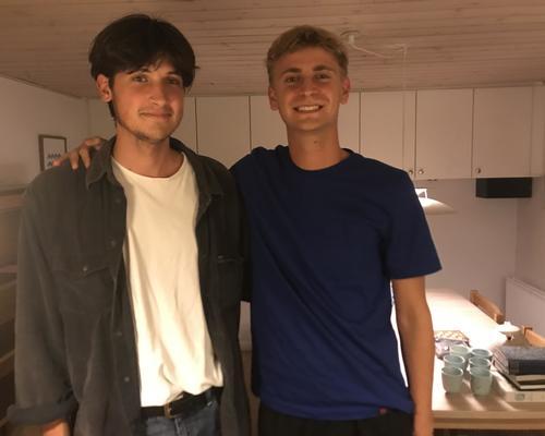 To unge mænd søger lejlighed i Kbh
