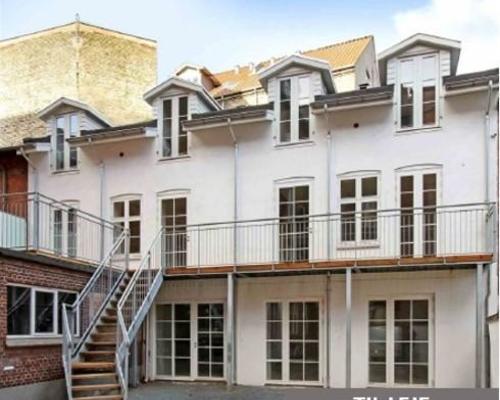 Nyistandsat lækker lejlighed med stor terrasse