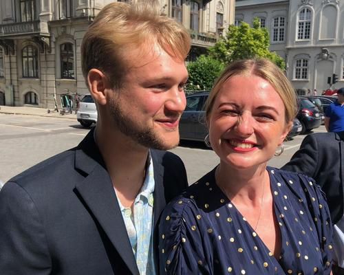 Vi er et par på 25 og 23 år, der søger en 2 vær. lejlighed i København