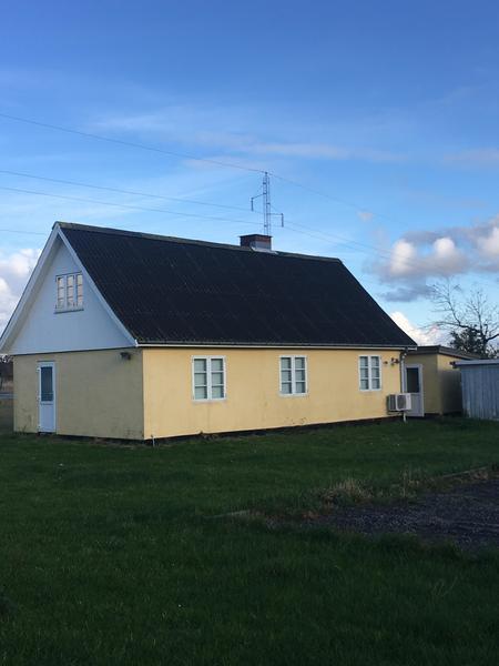Hyggeligt og pænt istandsat hus beliggende nær offentlig transport