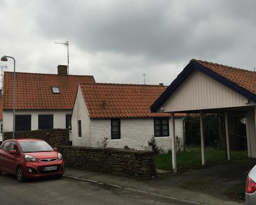 Hyggeligt byhus med carport