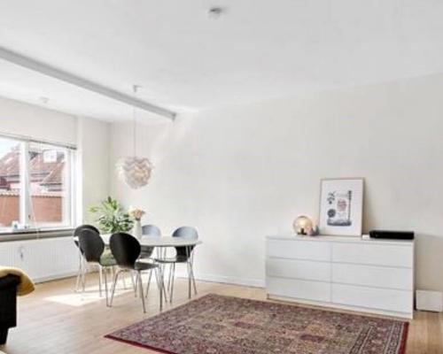 Lækker lejlighed lejes ud i centrum af Odense.