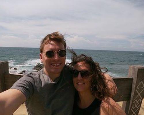Vi er et glad par, som søger en lejlighed i Kbh fra Januar