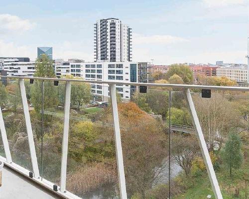2. vær. lejlighed i Åhusene på 7. etage med stor lækker udsigtsaltan.