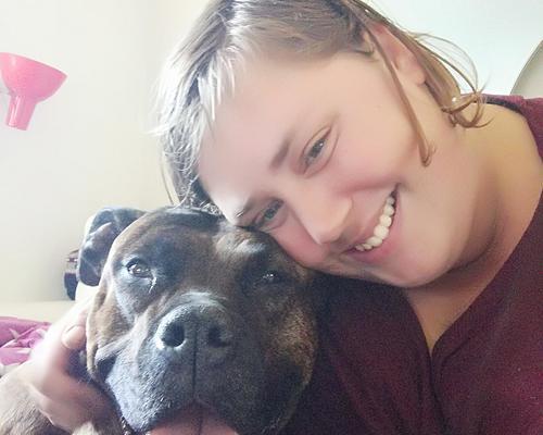 Ung kvinde med hund søger billig lejlighed