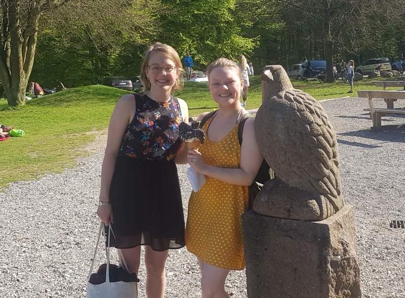 To kvinder søger et sted at starte kollektiv