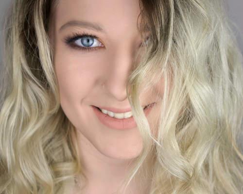 Jeg hedder Mette Palmholt jeg er 21 år gammel.