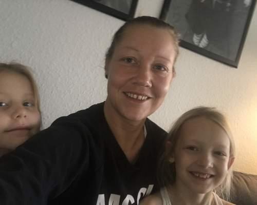 Mor med 2 piger