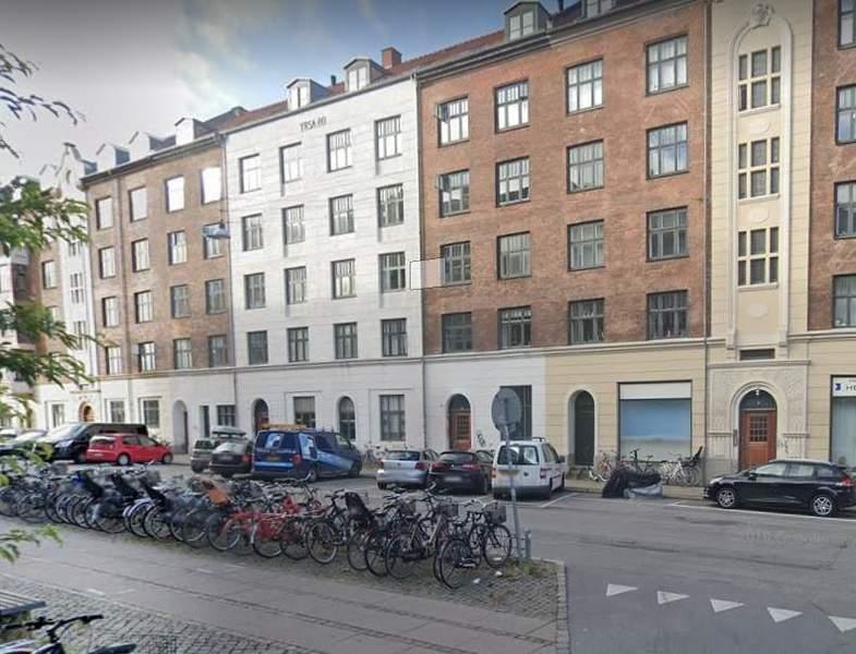 2 værelses lejlighed på Dybbølsgade med altan