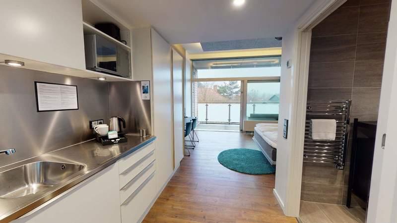 Med ekstra god gulvplads og handicapvenligt toilet, er dette den perfekte lejlighed for folk med særlige behov.