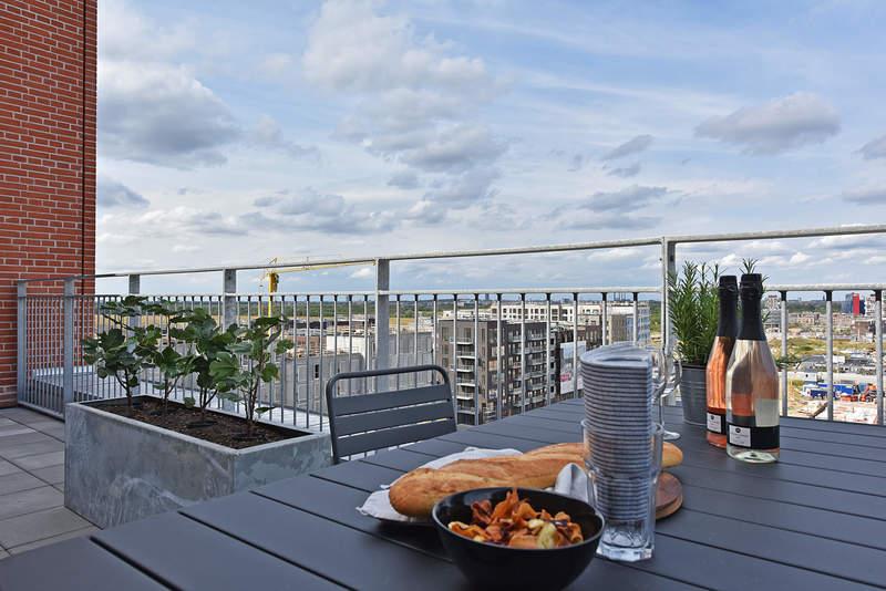 I alt 125 enheder tegnet af årstiderne Arkitekter – udsigt over Kalvebod Fælled – boliger helt op til 10. sal. 2,3 eller 4 værelser boliger, enten i ét plan eller som duplex.