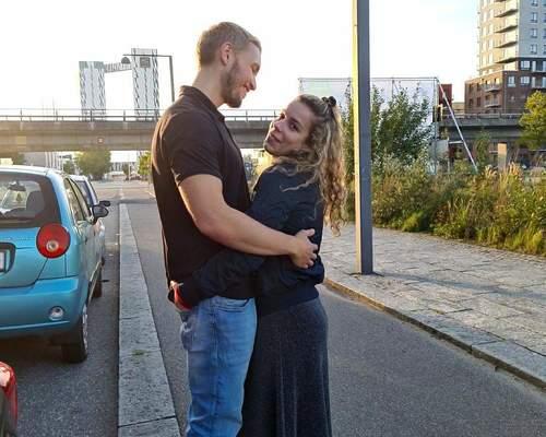 Sødt par på 26 år leder efter lejlighed.