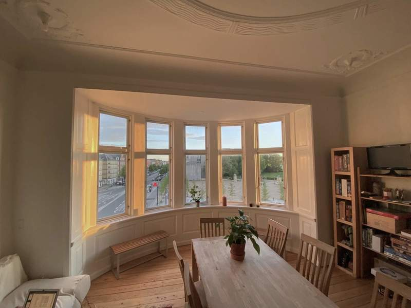 Huge Room in an Amazing Flat Near the Lakes