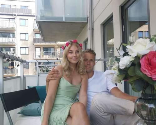 Studerande par söker lägenhet i Malmö