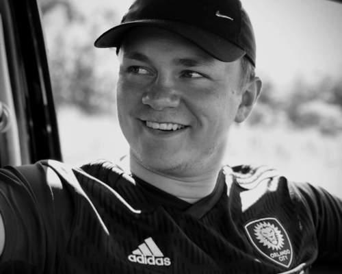 21 år  ung mand søger lejliighed i Odense eller omegn.