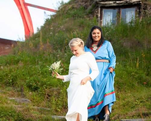 Gift par söker boende i Stockholm