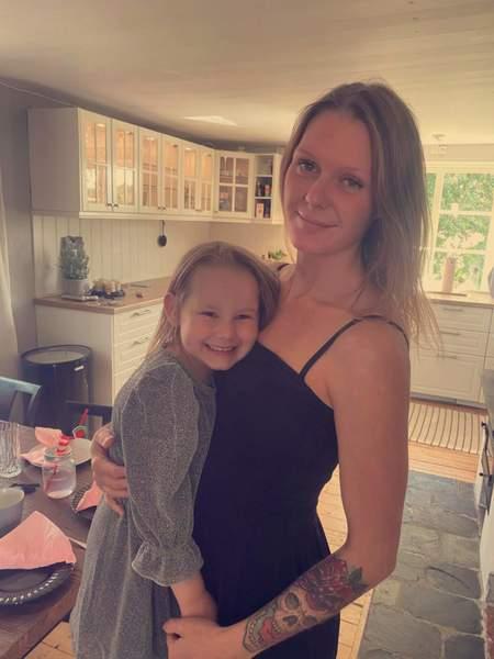 Mamma och dotter söker en 3a i Vänerborg